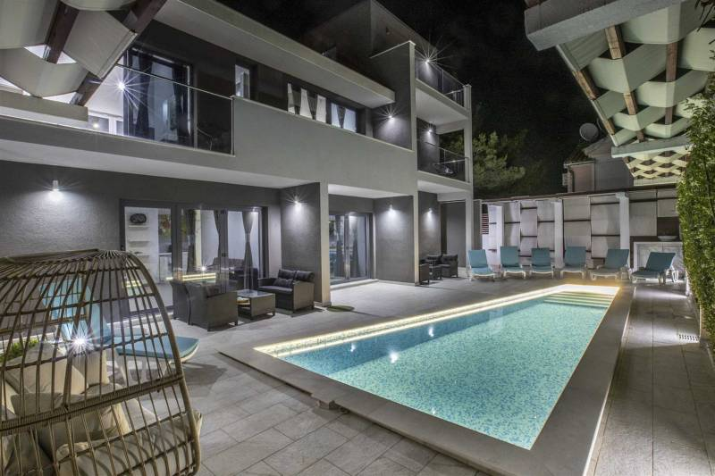 Luxury Villa Rising Sun with Pool