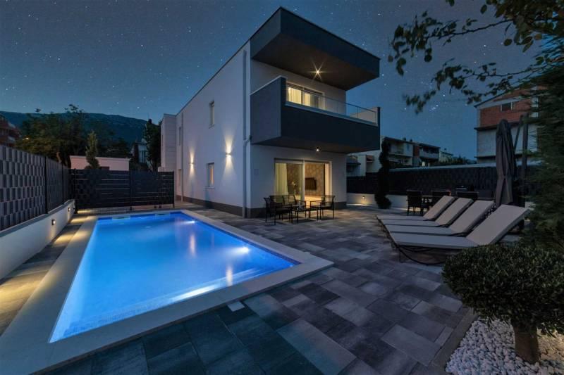 Villa Avanna with Heated Pool