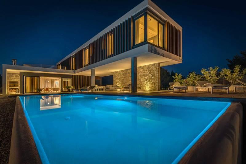 Luxury Villa Voyage with Pool II