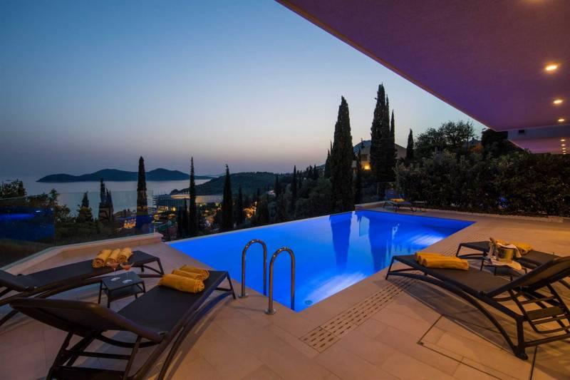 Luxury Villa Eminence with Pool