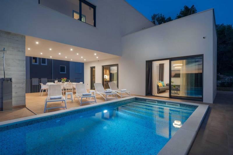 Villa Dare to Dream with Pool